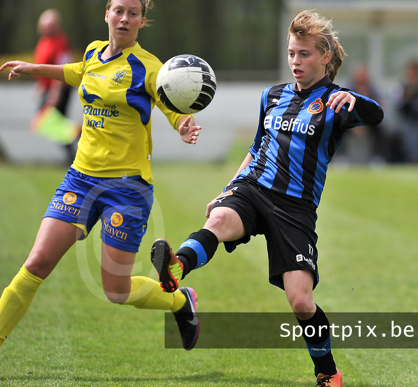 Club Brugge Dames - STVV Sint Truidense VV : Yana Haesebroek aan de bal voor Eleen Kimps (l).foto DAVID CATRY / Nikonpro.be