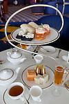 United Arab Emirates, Dubai: Afternoon Tea at the Burj Al Arab | Vereinigte Arabische Emirate, Dubai: Gebaeck zum Nachmittagstee im Burj al Arab