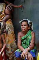 INDIA Chhattisgarh, Bastar, tribal Gond woman / INDIEN Chhattisgarh , Bastar, Adivasi Frau des Gond Stammes, indische Ureinwohner