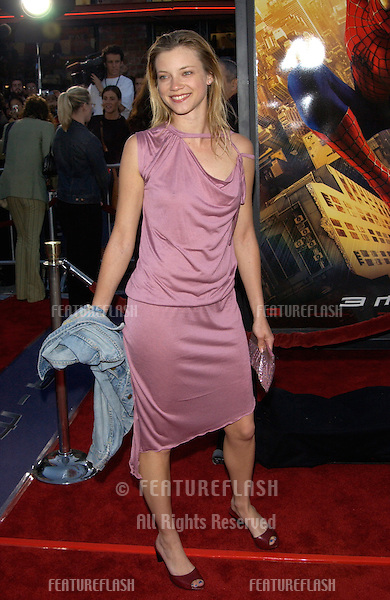Actress AMY SMART at the Los Angeles premiere of Spider-Man..29APR2002.  © Paul Smith / Featureflash