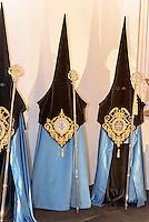 Büßergewand in der Kirche San Francisco der  Bruderschaft Paso Azul bei  der Semana Santa (Karwoche) in Lorca,  Provinz Murcia, Spanien, Europa