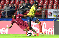 SAO PAULO – BRASIL, 19-06-2019: Duván Zapata de Colombia en acción durante partido de la Copa América Brasil 2019, grupo B, entre Colombia y Catar jugado en el Estadio Morumbí de Sao Paulo, Brasil. / Duvan Zapata of Colombia in action during the Copa America Brazil 2019 group B match between Colombia and Qatar played at Morumbi stadium in Sao Paulo, Brazil. Photos: VizzorImage / Julian Medina / Contribuidor
