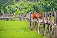 Mae Hong Son_Bamboo bridge monks