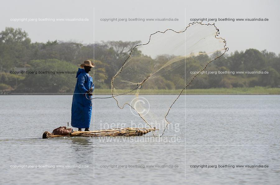 ETHIOPIA , Bahar Dar, lake Tana, fisherman ejecting fishing net from  papyrus boat / AETHIOPIEN, Bahir Dar, See Tana, Fischer mit Papyrusboot