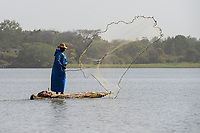 ETHIOPIA , Bahar Dar, lake Tana, fisherman ejecting fishing net from  papyrus boat / AETHIOPIEN, Bahir Dar, See Tana, Fischer mit Papyrusboot