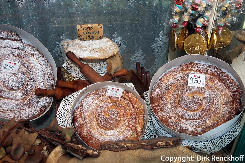 Spanien, Mallorca, Bäckerei Forn des Teatre auf der Placa Weyler in Palma de Mallorca, Verkauf von Ensaimadas