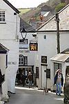 Great Britain, England, Cornwall, Port Isaac: Village street scene | Grossbritannien, England, Cornwall, Port Isaac: Gasse im Ortszentrum