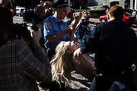 UKRAINE, Kiev, 31/05/2012.Des membres du groupe de protestation Ukrainien FEMEN sont retenues par la police dans le centre de Kiev alors qu'elles manifestent contre la prostitution et son augmentation prévue dans le pays durant la tenue de l'Euro 2012 de Football en Ukraine..UKRAINE, Kiev, 2012/05/31..Members of the Ukrainian FEMEN protest group were retained by the police in the center of Kiev as they demonstrate against prostitution and its expected increase in the country during the holding of the Euro 2012 Football in Ukraine..© Pierre Marsaut / Est&Ost Photography