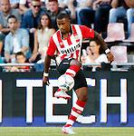 Nederland, Eindhoven, 21 juli 2015<br /> Oefenwedstrijd<br /> PSV-FC Eindhoven<br /> Luciano Narsingh van PSV in actie met bal