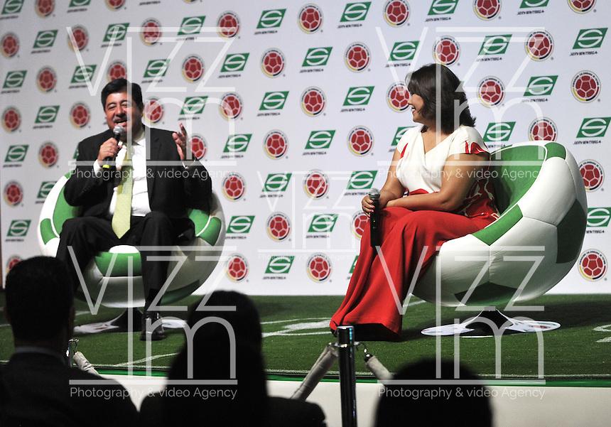 BOGOTA - COLOMBIA - 10-03-2015: Luis Bedoya (Izq.) Presidente de la Federacion Colombiana de Futbol (FCF), y Luz Mary Guerrero (Der.), Presidenta de Servientrega, durante la firma de la alianza de Servientrega, como colaborador oficial de la Selección Colombia de Futbol, con la designación de Logistica Oficial. / Luis Bedoya, president of the Colombian Football Federation (FCF) and Luz Mary Guerrero (R) during the signing of the alliance of Servientrega, collaborador of Colombia Soccer team with the appointment of Official Logistics. / Photo: VizzorImage / Luis Ramirez / Staff.