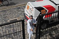 Recife (PE), 25/03/2020 - Covid-19 -Recife - Imagem de profissional de saude utilizando devidamente o Equipamento de Protecao Individual (EPI), nesta quarta-feira 25, durante visita em uma residencia no Recife, para coletar exame de paciente com suspeita de Coronavirus. Os laboratorios particulares comecaram a desenvolver os exames a partir da divulgacao da sequencia genetica do Virus. Os resultados saem em ate 24 horas; empresas da rede privada afirmam estarem preparadas para este momento de surto. (Foto: Pedro De Paula/Codigo 19/Codigo 19)