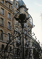 Jules Lavirotte: Square Rapp, Paris 1901. Wrought iron gate.