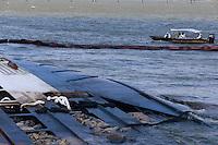 PA -BARCARENA/PRAIA GADOS MORTOS -CIDADE-Praia de Vila do Conde, em Barcarena (PA), e afetada pelos danos do naufragio da ultima terça-feira. Parte do gado que afundou com o navio foi levado pela correnteza e segue na margem da praia, as manchas de oleo tambem sao visiveis, o cheiro forte de carne podre se espalhou pela comunidade e a populacao esta andando com mascaras. Parte do gado ja foi retirado de praia, que esta interditada. Os moradores querem mais informacoes sobre o processo de limpeza da area e fazem protesto em frente o porto de Vila do Conde.<br /> Foto Tarso Sarraf <br /> FOTO EMBARGADA PARA VICULOS DO ESTADO DO PARA.<br /> Barcarena, Pará, Brasil.<br /> 16/10/2015