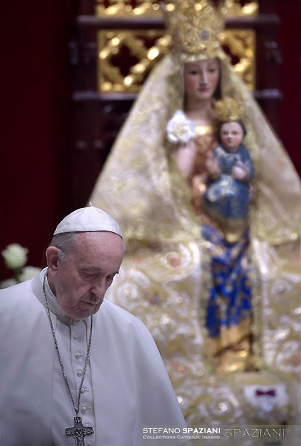 Pope Francis prays in front of the statue of Our Lady of Valme  during a prayer for Peace in South Sudan and the Democratic Republic of Congo at St Peter Basilica in Vatican on November 23, 2017