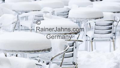 Deutschland, Bayern, Muenchen: Winterimpressionen beim Cafe Arzmiller am Salvatorplatz   Germany, Bavaria, Munich: winter scene at Cafe Arzmiller a  Salvator Square