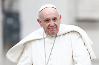Papa Francesco arriva all'udienza generale del mercoledi' in Piazza San Pietro, Citta' del Vaticano, 28 marzo, 2018.<br /> Pope Francis arrives to lead his weekly general audience in St. Peter's Square at the Vatican, on March 28, 2018.<br /> UPDATE IMAGES PRESS/Isabella Bonotto<br /> <br /> STRICTLY ONLY FOR EDITORIAL USE