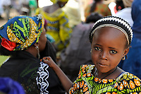 NIGER Maradi, children, girl with her mother