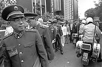 - Aldershot (GB) BAEE, British Army Equipment Exhibition, english war industry fair (June 1988), Chinese delegation<br /> <br /> - Aldershot (GB) BAEE, British Army Equipment Exhibition, fiera e mostra dell'industria bellica inglese (Giugno 1988), delegazione cinese