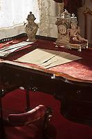 Europe/Autriche/Niederösterreich/Vienne: Palais des Hofburg, résidence de la famille impériale des Habsbourg – Les appartements impériaux (Kaiserappartments) - Le Secrétaire de  de l'Impératrice Elisabeth