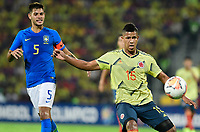 BUCARAMANGA – COLOMBIA, 03-02-2020: Jaime Alvarado de Colombia disputa el balón con Bruno Guimaraes de Brasil durante partido entre Colombia U-23 y Brasil U-23 por el cuadrangular final como parte del torneo CONMEBOL Preolímpico Colombia 2020 jugado en el estadio Alfonso Lopez en Bucaramanga, Colombia. / Jaime Alvarado of Colombia fights the ball with Bruno Guimaraes of Brazil during the match between Colombia U-23 and Brazil U-23 for for the final quadrangular as part of CONMEBOL Pre-Olympic Tournament Colombia 2020 played at Alfonso Lopez stadium in Bucaramanga, Colombia. Photo: VizzorImage / Julian Medina / Cont