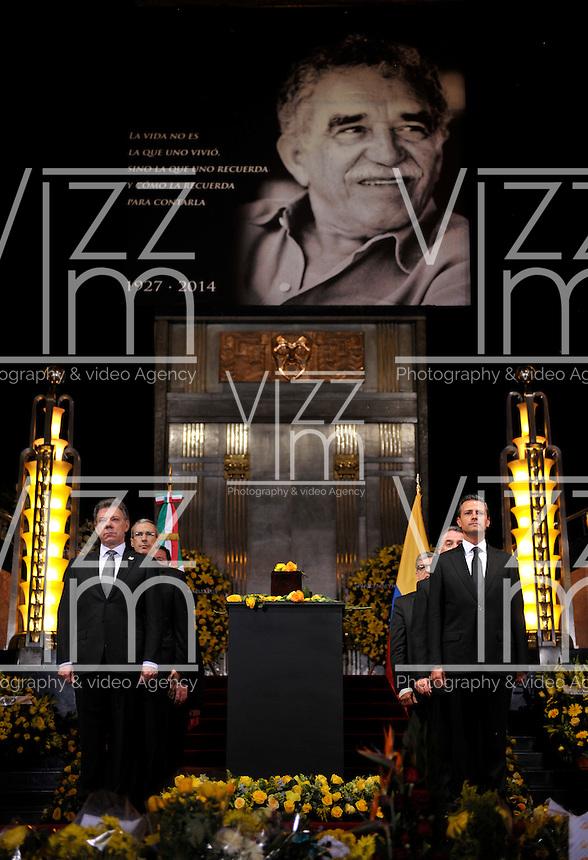 """MEXICO D. F.-MEXICO- 21 -04-2014: Enrique Peña Nieto (Der) Presidente de Mexico, y Juan Manuel Santos Calderon (Izq.), Presidente de Colombia, durante el Homenaje Nacional a Gabriel García Márquez en el Palacio de Bellas Artes, quien en México """"encontró el espacio y la oportunidad para vivir su vocación y consagrarse a la literatura"""", dijo el Mandatario mexicano. En el acto en el que se montó una guardia de honor, encabezada por el Presidente Peña Nieto y su homólogo colombiano Santos Calderon, estuvieron presentes la viuda del escritor, Mercedes Barcha, y sus hijos Rodrigo y Gonzalo. / Enrique Pena Nieto (R) President of Mexico, and Juan Manuel Santos Calderon (L), President of Colombia, during the National Tribute to Gabriel García Márquez in the Palacio de Bellas Artes, in Mexico who """"found space and opportunity to live their vocation and to devote himself to literature, """"said the Mexican president. During the ceremony in which a guard of honor, led by President Peña Nieto and Colombian President Santos Calderon, attended the writer's widow was mounted, Mercedes Barcha, and his sons Rodrigo and Gonzalo. / Photo: VizzorImage / Daniel Aguilar / Presidencia de Mexico. / Handouts. / PHOTOGRAPHIC CONTENT / FOR EDITORIAL USE ONLY / NO SALES / NO ADVERTISING/ NO MARKETING /"""