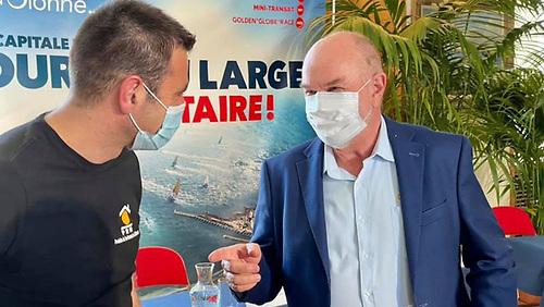 Golden Globe Organiser Don McIntyre first time meets French GGR2022 entrant Damien Guillou