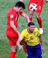 SAMARA - RUSIA, 07-07-2018: Marcus BERG (Der) jugador de Suecia disputa el balón con Harry MAGUIRE (Izq) jugador de Inglaterra durante partido de cuartos de final por la Copa Mundial de la FIFA Rusia 2018 jugado en el estadio Samara Arena en Samara, Rusia. / Marcus BERG (R) player of Sweden fights the ball with Harry MAGUIRE (L) player of England during match of quarter final for the FIFA World Cup Russia 2018 played at Samara Arena stadium in Samara, Russia. Photo: VizzorImage / Julian Medina / Cont