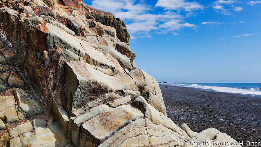 Rock Formations, Kalaloch, Beach 4.  Beaches in the Kalaloch area of Olympic National Park, identified by trail numbers, are remote and wild.  Olympic Peninsula, Olympic Mountains, Olympic National Park, Washington State, USA.