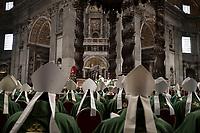 Papa Francesco celebra la Messa di chiusura del Sinodo dei Vescovi nella Basilica di San Pietro, Città del Vaticano, 28 ottobre 2018.<br /> Pope Francis leads the Mass for the closing of the synod of bishops in St. Peter's Basilica at the Vatican, on October 28, 2018.<br /> UPDATE IMAGES PRESS/Isabella Bonotto<br /> <br /> STRICTLY ONLY FOR EDITORIAL USE