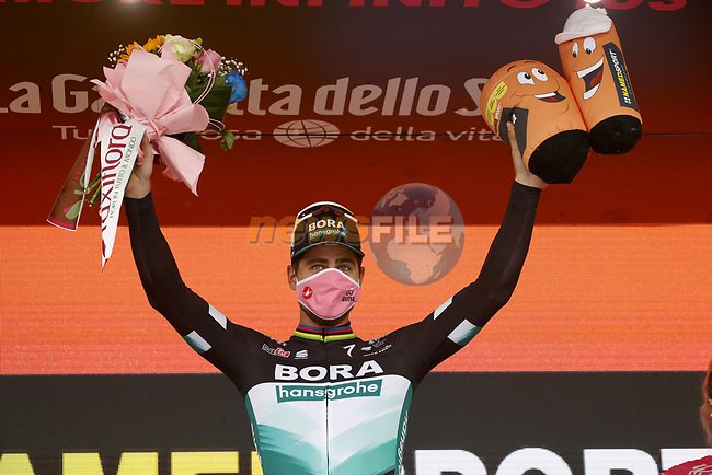 Peter Sagan (SVK) Bora-Hansgrohe wins Stage 10 of the 103rd edition of the Giro d'Italia 2020, running 177km from Lanciano to Tortoreto, Italy. 13th October 2020.  <br /> Picture: Luca Bettini/BettiniPhoto | Cyclefile<br /> <br /> All photos usage must carry mandatory copyright credit (© Cyclefile | Luca Bettini/BettiniPhoto)