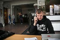 """UKRAINE, 04.2014, Kiew. Rechtsextremes Kampfbuendnis """"Rechter Sektor"""": Igor Mazur, genannt Topol, einer der Schluesselfiguren und Anfuehrer, im Hauptquartier im bisherigen Hauptpostamt nahe dem Maidan-Platz.   Right wing extremist combat alliance """"Right Sector"""": One of the key commanders, Igor Mazur a.k.a. Topol, at the headquarters in the former Kiev city Post administration building near Maidan Nezhaleznosty square. © Arturas Morozovas/EST&OST"""