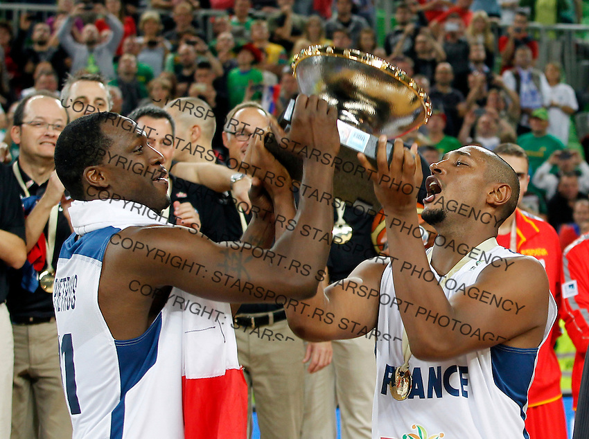 """France`s Florent Pietrus and Boris Diaw celebrate with the trophy after European basketball championship """"Eurobasket 2013""""  final game between France and Lithuania in Stozice Arena in Ljubljana, Slovenia, on September 22. 2013. (credit: Pedja Milosavljevic  / thepedja@gmail.com / +381641260959)"""