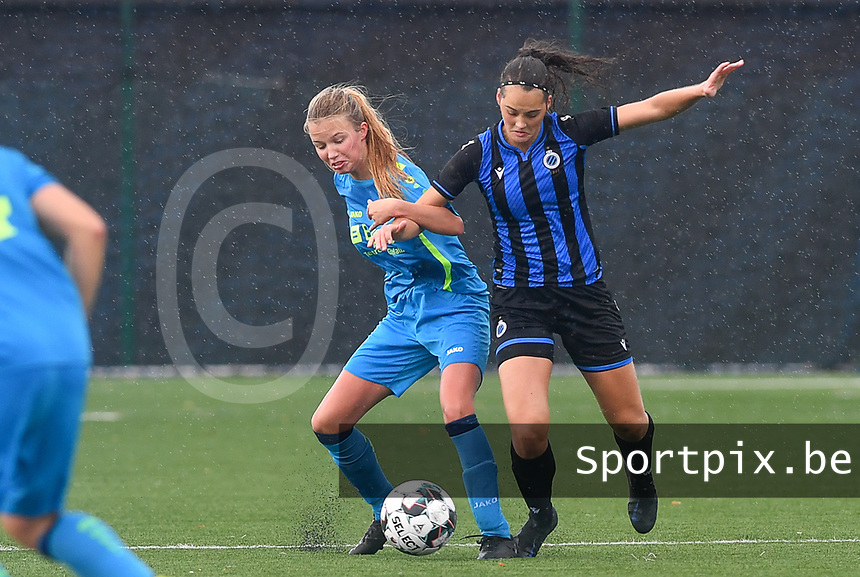 Union's Charlotte Guns pictured in a fight for the ball with Brugge's Saar Verdonck during a female soccer game between the women teams of Club Brugge YLA Dames and Union Saint-Ghislain Tertre-Hautrage Ladies on the 1/16 th qualifying round for the Belgian Womens Cup 2020  2021 , on saturday 26 th of September 2020  in Brugge , Belgium . PHOTO SPORTPIX.BE | SPP | DAVID CATRY