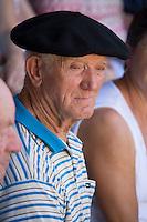 Europe/France/Aquitaine/40/Landes/ Vielle-Tursan: Spectateur lors de la course landaise organisée pour la fête du village // France, Landes, Vielle Tursan,  during a bullfight at the Fete Village Festival