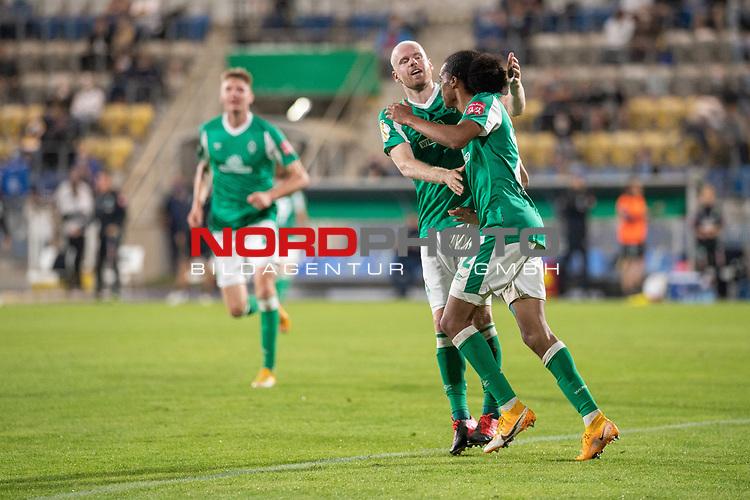 12.09.2020, Ernst-Abbe-Sportfeld, Jena, GER, DFB-Pokal, 1. Runde, FC Carl Zeiss Jena vs SV Werder Bremen<br /> <br /> Jubel 0:2 Tahith Chong (Werder Bremen #22) mit Davy Klaassen (Werder Bremen #30)<br /> <br /> <br />  <br /> <br /> <br /> Foto © nordphoto / Kokenge