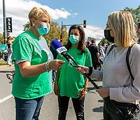La cheffe du PLQ, Dominique Anglade et Isabelle Melançon,porte-parole en matière d'environnement lors de l'édition montréalaise des manifestations mondiales pour la justice climatique le 24 septembre 2021.<br /> <br /> Cet événement vise à sensibiliser à l'importance de la lutte contre les changements climatiques.  <br /> <br /> PHOTO : Agence Québec Presse - Ryan RumpelLa cheffe du PLQ, Dominique Anglade et Isabelle Melançon,porte-parole en matière d'environnement lors de l'édition montréalaise des manifestations mondiales pour la justice climatique le 24 septembre 2021.<br /> <br /> Cet événement vise à sensibiliser à l'importance de la lutte contre les changements climatiques.  <br /> <br /> PHOTO : Agence Québec Presse - Ryan Rumpel