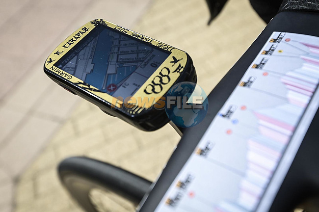 Olympic Champion Richard Carapaz's (ECU) Ineos Grenadiers custom Garmin at sign on before the start of Stage 7 of La Vuelta d'Espana 2021, running 152km from Gandia to Balcon de Alicante, Spain. 20th August 2021.     <br /> Picture: Unipublic/Charly Lopez | Cyclefile<br /> <br /> All photos usage must carry mandatory copyright credit (© Cyclefile | Charly Lopez/Unipublic)