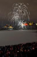 Le 31 décembre à 18 h 57, la Commission de la capitale nationale (CCN) a présenté un spectacle pyromusical au cœur de la région de la capitale. Cet événement a clôturé une année de festivités organisées en l'honneur du 150e anniversaire du choix d'Ottawa comme capitale du Canada en 1857. (Groupe CNW/Commission de la capitale nationale)