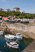 Europe/France/Aquitaine/64/Pyrénées-Atlantiques/Pays-Basque/Biarritz: Le Port des Pëcheurs, ou Port Vieux - en haut de l'image la Villa le Goëland - Maison d'Hôtes