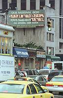 Eine Schulden-Uhr in der East 34th Street Ecke 6th Avenue (Ave of Americas). Die Uhr zaehlt die staatlichen Schulden und rechnet gleichzeitig die Verschuldung pro Kopf aus.<br /> New York City, 28.12.1998<br /> Copyright: Christian-Ditsch.de<br /> [Inhaltsveraendernde Manipulation des Fotos nur nach ausdruecklicher Genehmigung des Fotografen. Vereinbarungen ueber Abtretung von Persoenlichkeitsrechten/Model Release der abgebildeten Person/Personen liegen nicht vor. NO MODEL RELEASE! Don't publish without copyright Christian-Ditsch.de, Veroeffentlichung nur mit Fotografennennung, sowie gegen Honorar, MwSt. und Beleg. Konto:, I N G - D i B a, IBAN DE58500105175400192269, BIC INGDDEFFXXX, Kontakt: post@christian-ditsch.de]