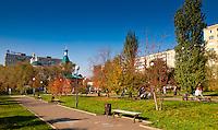 Парк у Никольской церкви осенью в Оренбурге