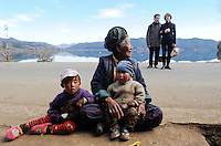 "Asien CHINA Provinz Yunnan ,franzoesische Touristen und  ethnische Minderheit Naxi am Lugu See , die Naxi sind Buddhisten  | .Asia CHINA Yunnan Lugu Lake , french tourist and ethnic minority Naxi .| [ copyright (c) Joerg Boethling / agenda , Veroeffentlichung nur gegen Honorar und Belegexemplar an / publication only with royalties and copy to:  agenda PG   Rothestr. 66   Germany D-22765 Hamburg   ph. ++49 40 391 907 14   e-mail: boethling@agenda-fototext.de   www.agenda-fototext.de   Bank: Hamburger Sparkasse  BLZ 200 505 50  Kto. 1281 120 178   IBAN: DE96 2005 0550 1281 1201 78   BIC: ""HASPDEHH"" ,  WEITERE MOTIVE ZU DIESEM THEMA SIND VORHANDEN!! MORE PICTURES ON THIS SUBJECT AVAILABLE!! ] [#0,26,121#]"