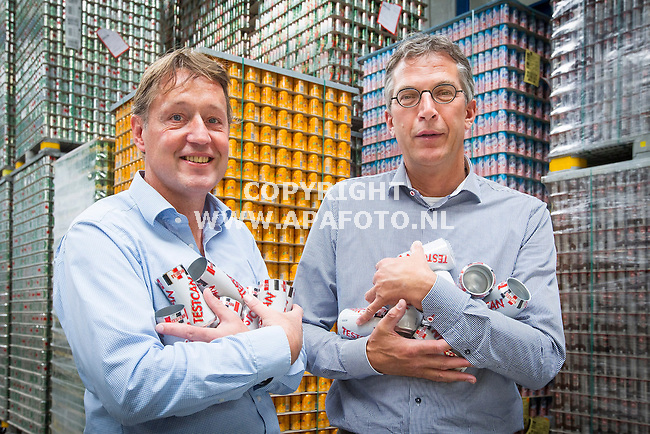 OSS 020714 Directeur Gerlof Toenhake (l) en account director Alfons Schulte (r) van blikjesfabrikant Ball Packaging in Oss.<br />Foto Jorrit Knuvelder - APA Foto
