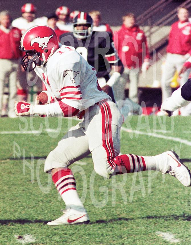 James Sykes Calgary Stampeders 1983. Copyright photograph Scott Grant/