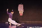 Festival les jalouses du théâtre de l'étoile du Nord le 18 Février 2005....Chorégraphie et interprétation : Marie-Laure Agrapart..Marie-Laure Agrapart & compagnie....Dialogue enregistré de Solange et Pauline , Aphex Twin, Lucienne Delyle....Avec : Muriel Bourdeau , Emese Jantner , Christine Merli , Benoît Marechal