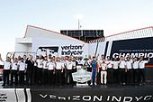 Champion Scott Dixon, Chip Ganassi Racing Honda with Honda Engineers