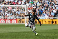 ST. PAUL, MN - AUGUST 21: Emanuel Reynoso #10 of Minnesota United FC with the free kick during a game between Sporting Kansas City and Minnesota United FC at Allianz Field on August 21, 2021 in St. Paul, Minnesota.