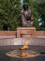 Denkmal trauernde Muter, Taschkent, Usbekistan, Asien<br /> Monument Mourning Mother, Tashkent, Uzbekistan, Asia