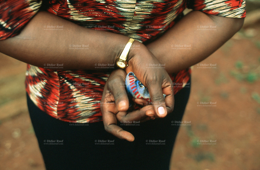 Uganda. Jinja district. Wanyange. Hands of a farmer with a gold watch on the left wrist. © 2004 Didier Ruef