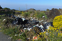 Wilde Müllentsorgung  im Etna-Vorland, Sizilien, Italien